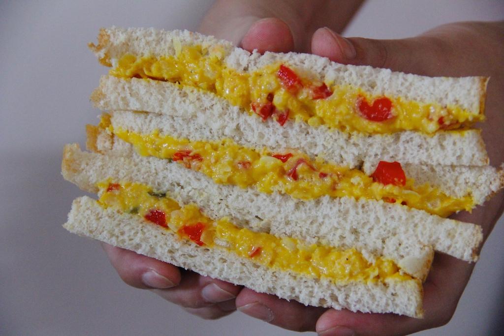Sandwiches de garbanzos con mayonesa de curry